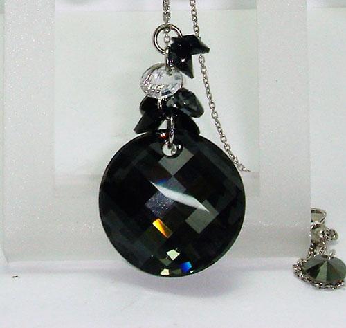 Colgante de plata en cristal SWAROVSKI negro y blanco.